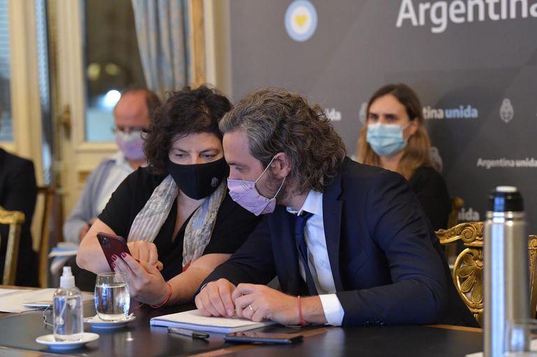 El jefe de Gabinete, Santiago Cafiero, y la ministra de Salud, Carla Vizzotti, se reunieron con expertos y especialistas
