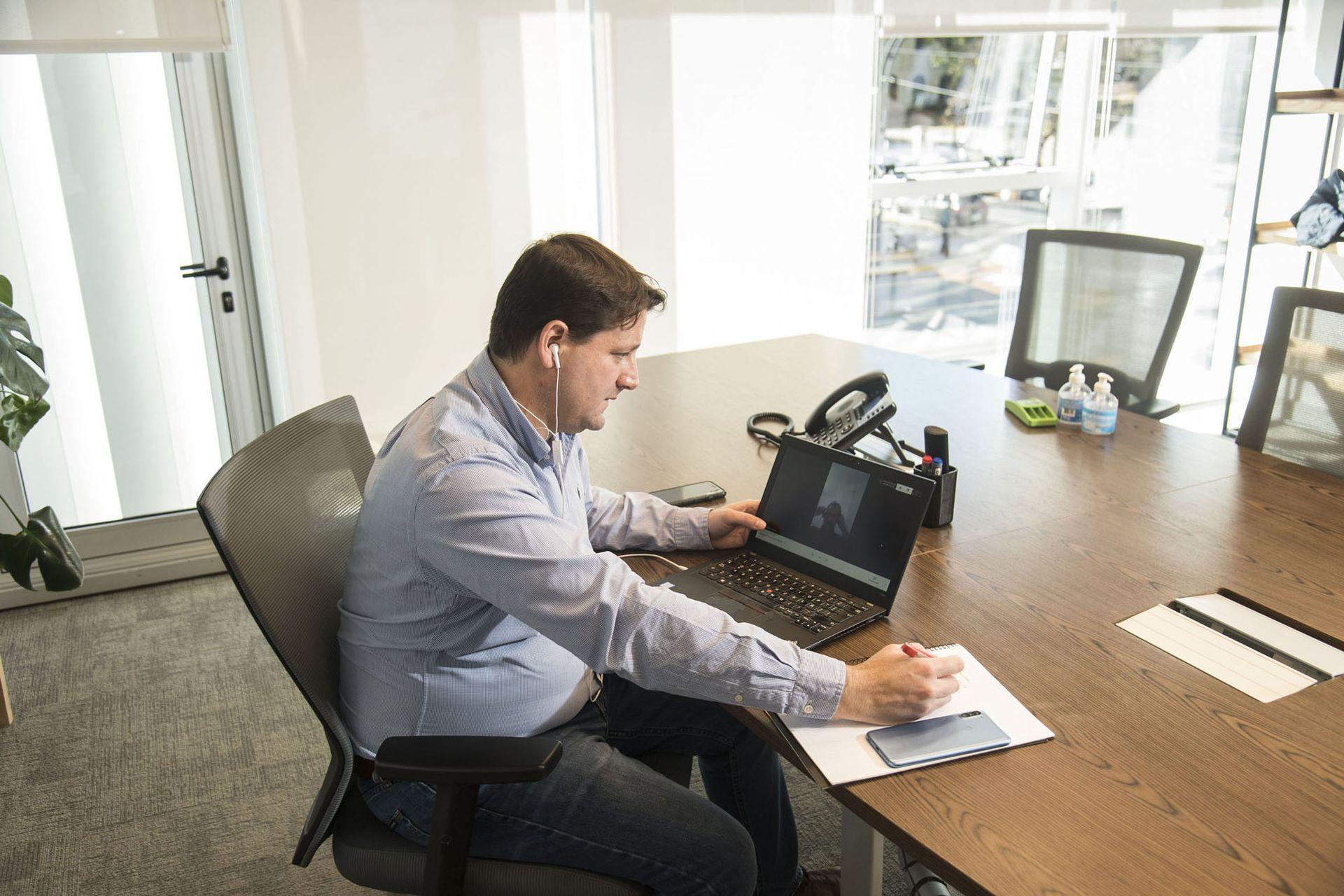 Rodrigo Blanco, de la consultora Aliancers, sostiene que para ciertos perfiles, como los tecnológicos, dejó de ser atractivo trabajar para empresas locales