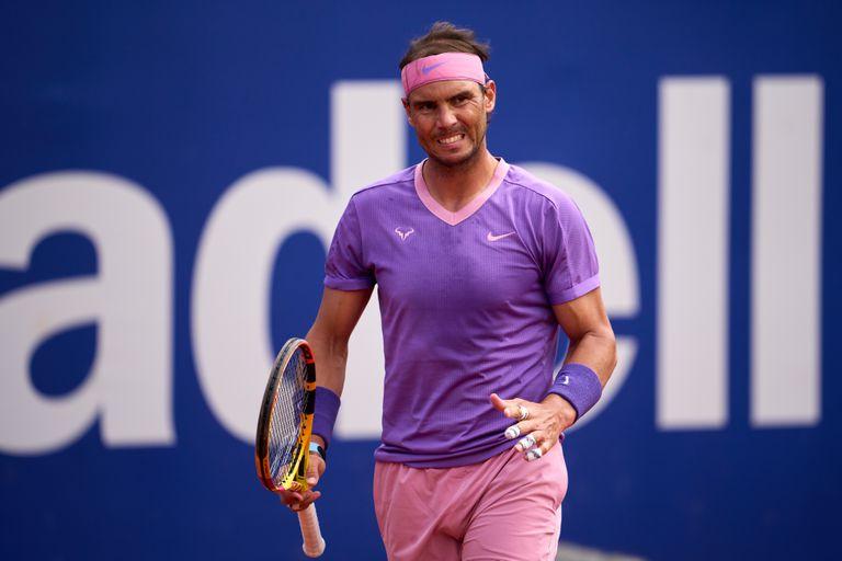 El español Rafael Nadal celebra al vencer a Kei Nishikori, de Japón, durante los 8vos de final del ATP 500 de Barcelona.