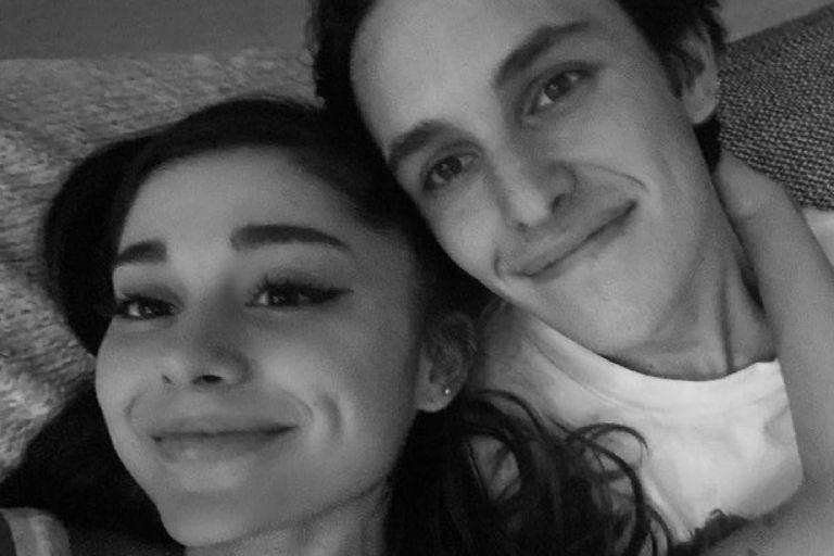 Ariana Grande se casó con Dalton Gomez, en secreto y ante 20 invitados