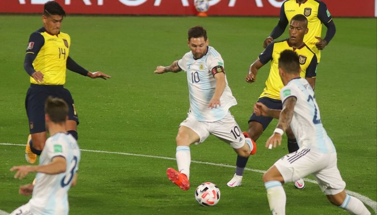 Messi ante Ecuador, en la Bombonera. El equipo de Alfaro complicó mucho a la Argentina, en el debut de ambos en las Eliminatorias.