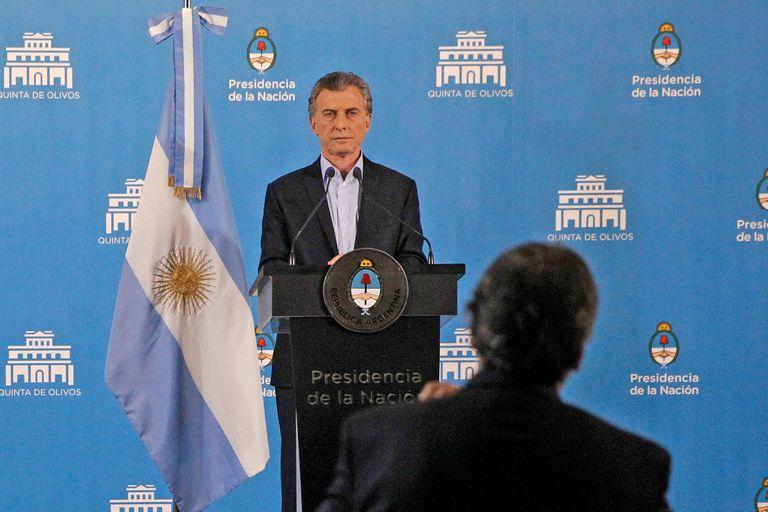 La reciente caída de la imagen presidencial en las encuestas preocupó a la Casa Rosada; influyen la crisis de la economía, el ajuste y el debate del aborto