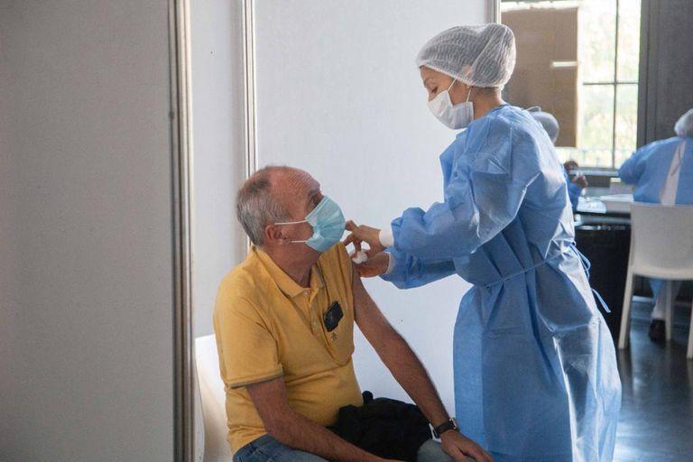 La Ciudad pide que los recuperados esperen tres meses antes de inscribirse para recibir la vacuna