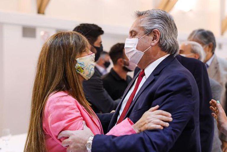 Cuando Alberto Fernández y Gabriela Cerruti se peleaban por las redes
