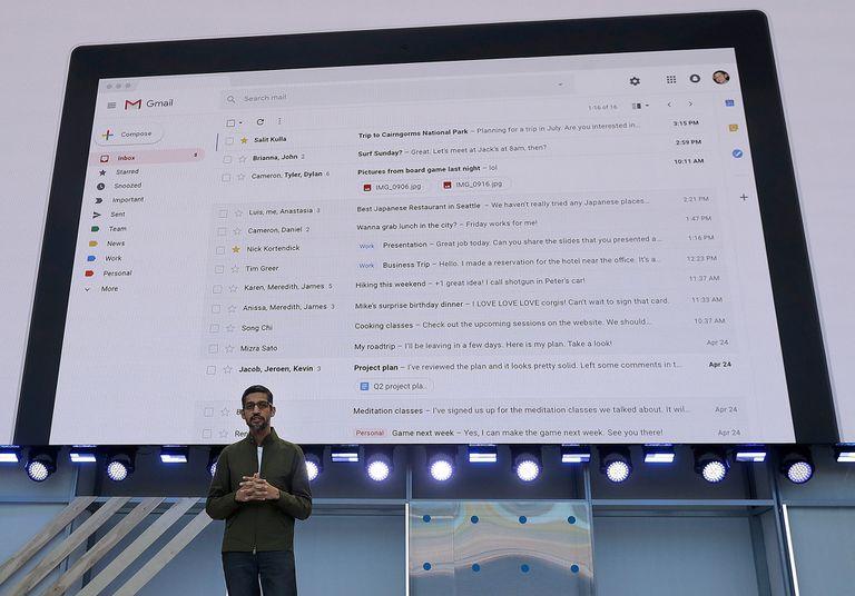 Sundar Pichai, CEO de Google, durante el anuncio de las respuestas inteligentes de Gmail en la conferencia de desarrolladores de la compañía en 2018