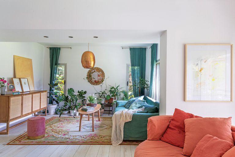 Con el color de la alegría. Recorremos la casa de la diseñadora Marina Maiztegui