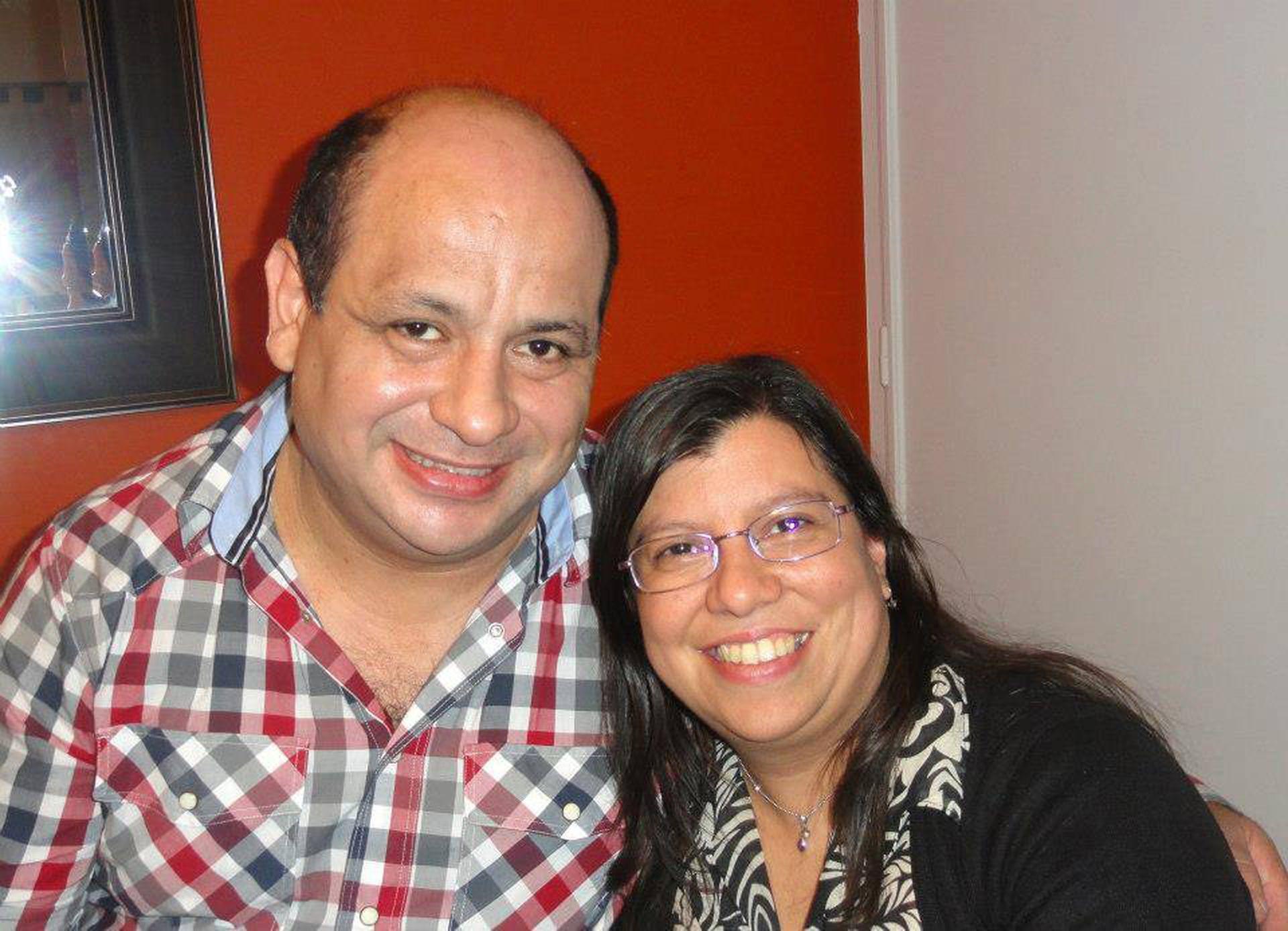 Víctor junto a Roxana, su pareja