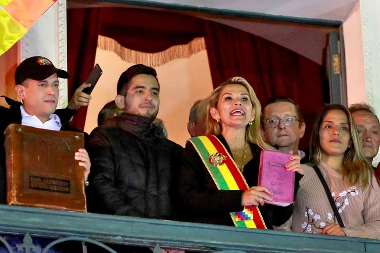 Jeanine Añez, cuando asumió la presidencia, en La Paz