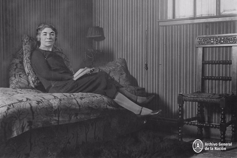"""En """"Alfonsina y el mar"""", Félix Luna y Ariel Ramírez se refieren a los últimos instantes de la poetisa Alfonsina Storni, quien planeó con antelación su suicidio"""