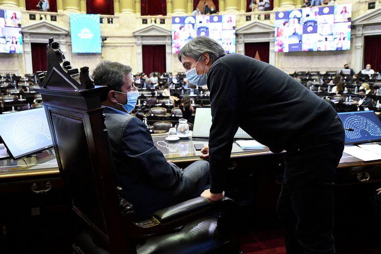 Máximo Kirchner y Sergio Massa, en el recinto de la Cámara de Diputados