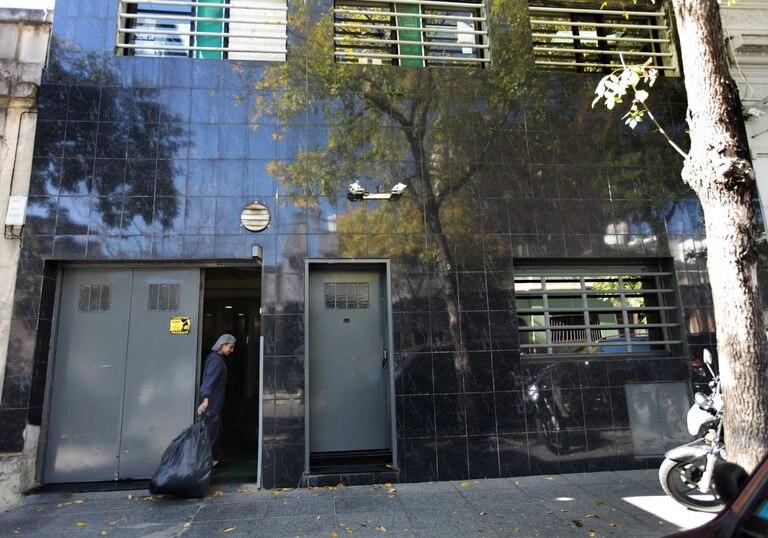 Planta clausurada. En Espinosa 1439/41 funciona una de las tres sedes de Surar Pharma que fueron clausuradas el viernes 17. Allí el personal sigue trabajando normalmente