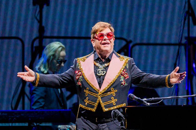 Elton John contó su impresionante colección de CDs y vinilos es muy importante para él, ya que revisita todo el material constantemente