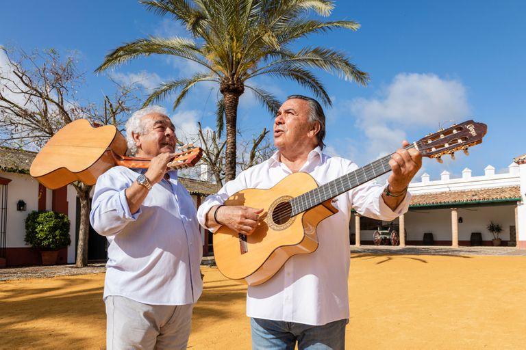 """""""¡Le pedimos a la Virgen del Rocío que se lleve la pandemia y nos deje darle alegría y cosa buena al mundo!"""", asegura el dúo andaluz"""