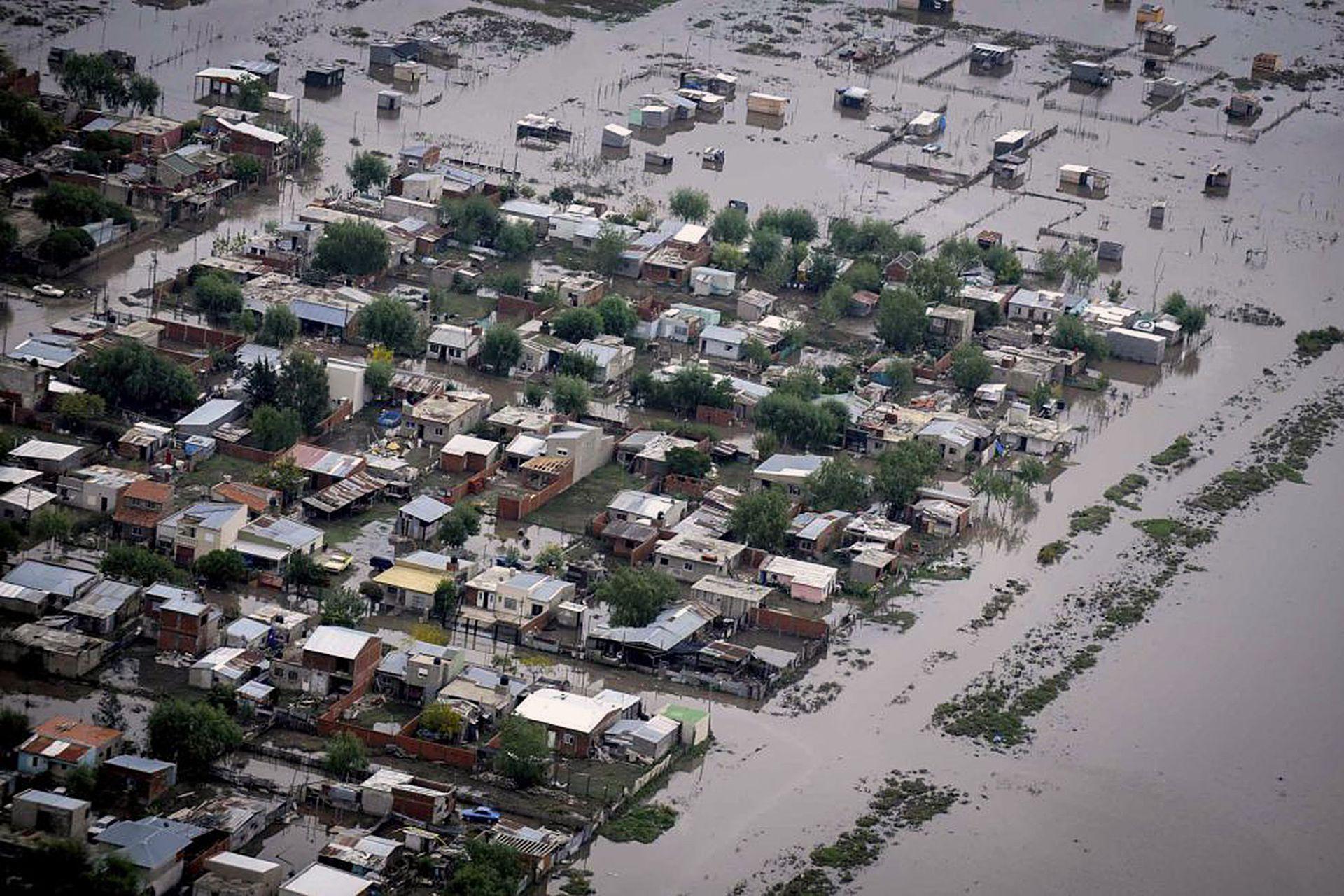 Un barrio anegado por las fuertes lluvias en La Plata, el 3 de abril de 2013