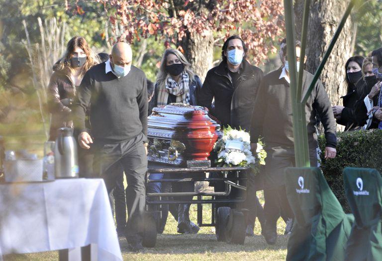 El último adiós a Marta Fort: sus hijos, nietos y su nuera, Rocío Marengo, presentes en la despedida