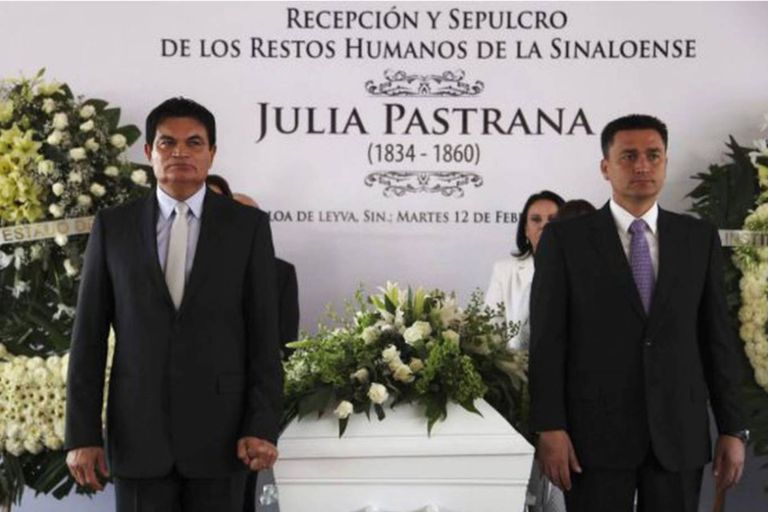 En febrero de 2013, con un emotivo homenaje de la comunidad, Julia Pastrana fue enterrada en el panteón histórico de la ciudad de Sinaloa de Leyva, en el estado mexicano de Sinaloa