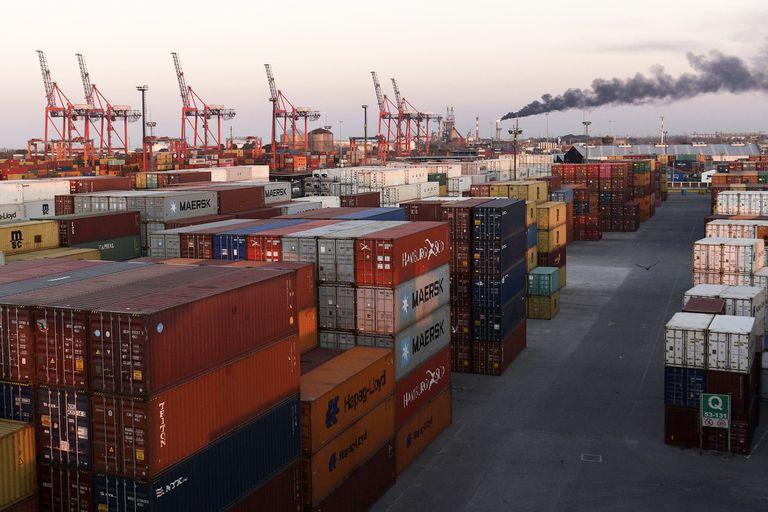 Indignante: grabaron a empleados de la Aduana y el Puerto robando contenedores