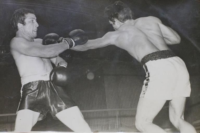 La única foto que Massi conserva del día que le ganó a Monzón en el Córdoba Sport Club.