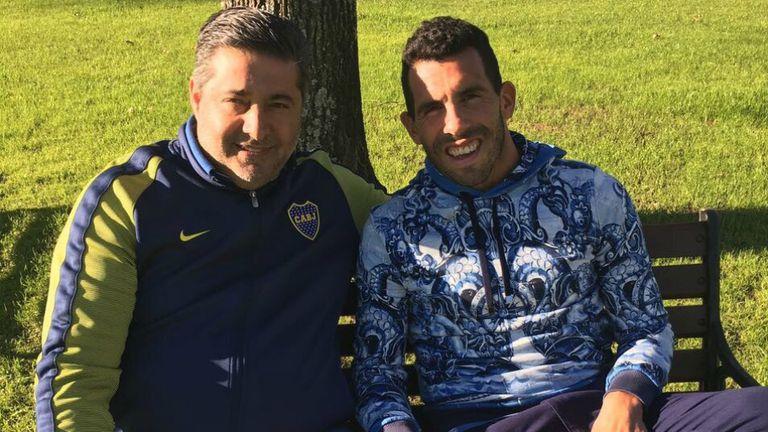 Angelici y Tevez, durante la reunión