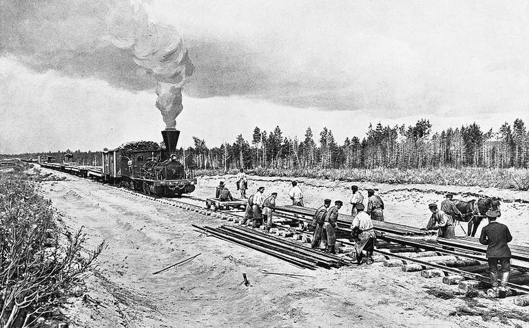 La construcción del Tren Transiberiano llevó 25 años, entre 1891 y 1916. Fuente: Wikimedia.
