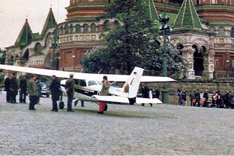 El joven que quería cambiar el mundo y aterrizó un avión en la Plaza Roja en plena Guerra Fría