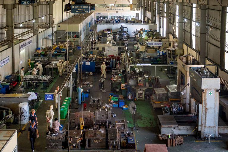 Vietnam Precision Mechanical Service Trading, una fábrica ubicada cerca de Bac Ninh, Vietnam. Cuando Samsung se instaló en Vietnam le compró a esa compañía algunos de los accesorios metálicos utilizados en sus líneas de montaje
