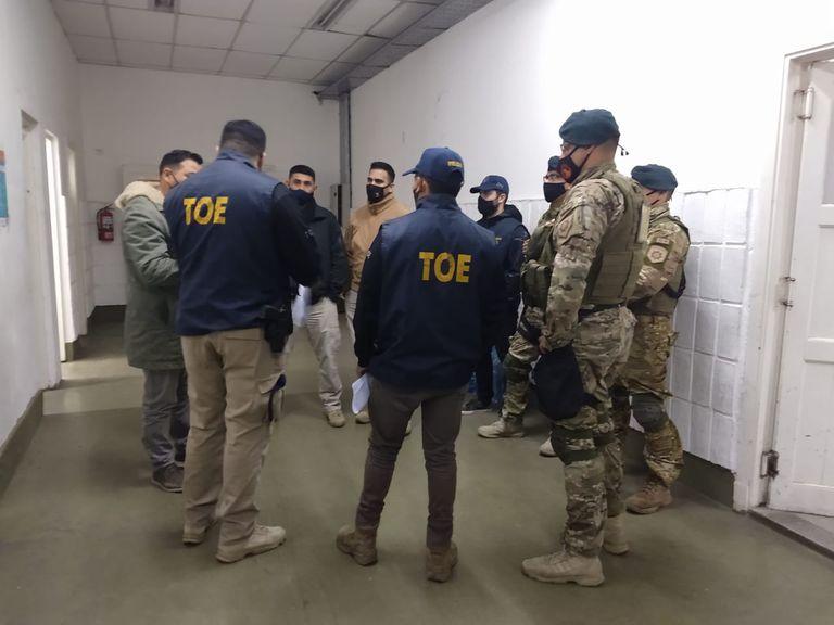 Agentes de la TOE allanaron este martes la cárcel de Piñero en el marco de la investigación por la fuga de dos presos.