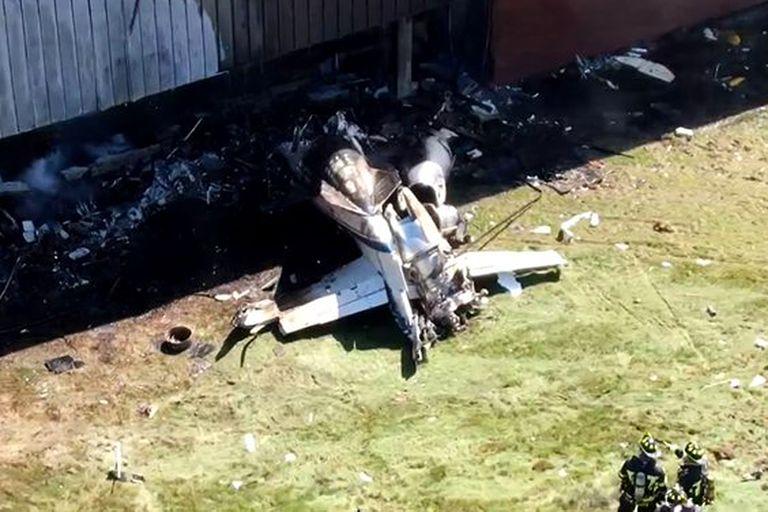 Una avioneta se estrelló contra un edificio y murieron cuatro personas
