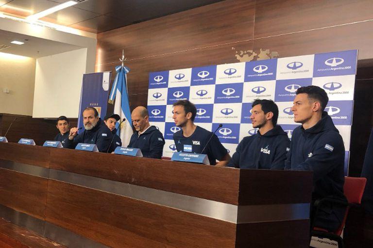 La conferencia de prensa de varios integrantes de la selección de básquetbol