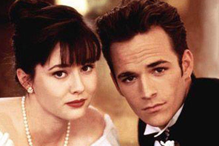 Shannen Doherty y Luke Perry cuando interpretaban a Brenda y Dylan en Beverly Hills 90210