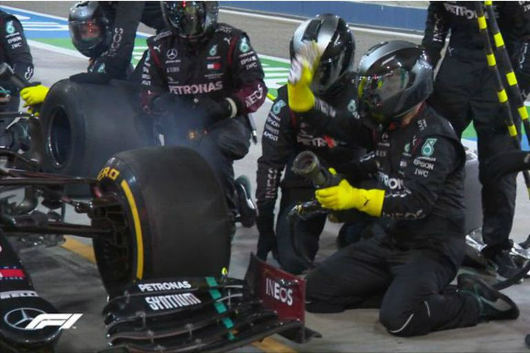 El increíble error de Mercedes con su piloto George Russell en el momento de uno de los cambios de neumáticos
