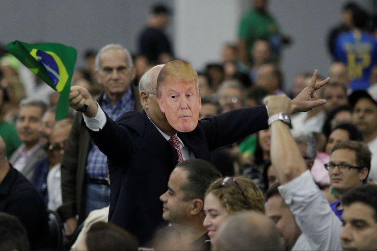 Algunos de sus seguidores usaron máscaras de Trump