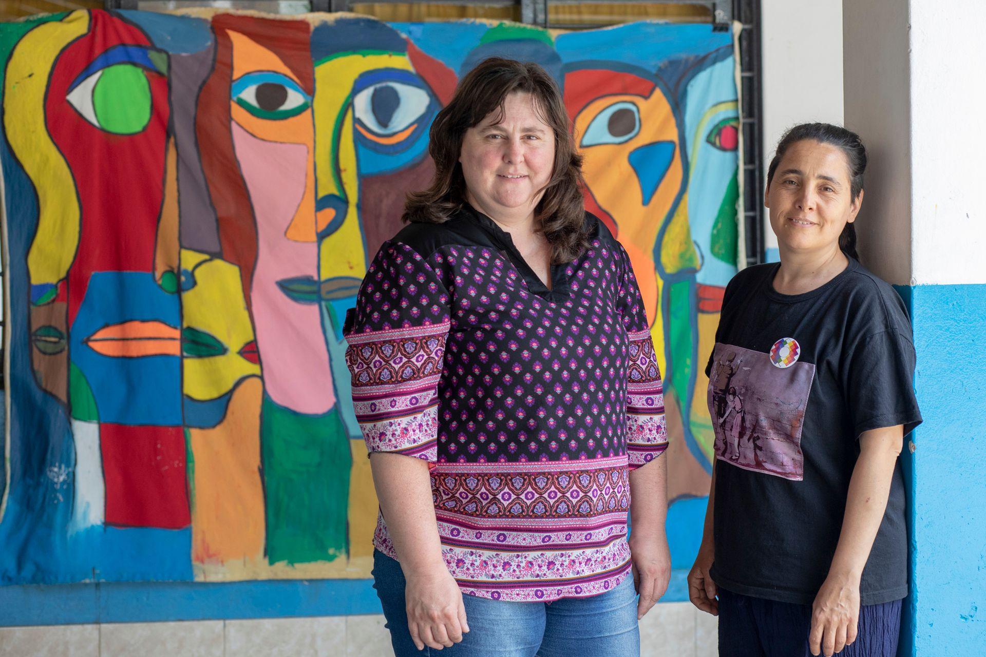 Mariela Poletti y Paola Quiroga, directora y docente de la escuela secundaria N°10, ubicada en el predio del Sommer
