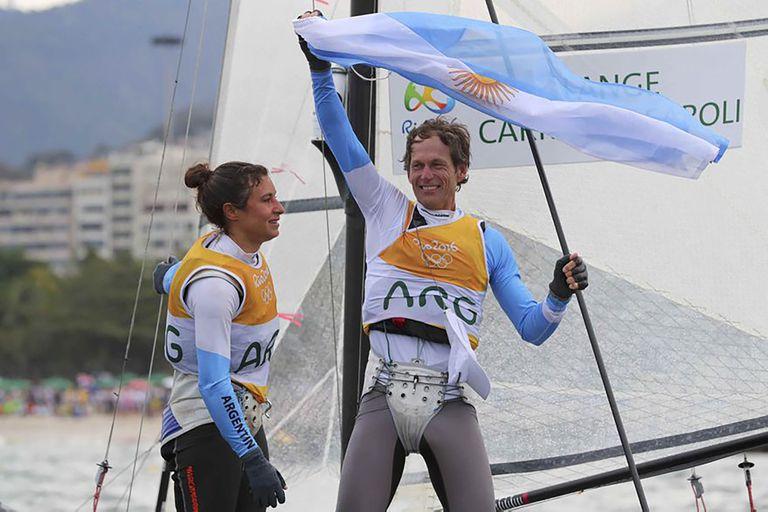 Cecilia Carranza y Santiago Lange, medallistas de oro en vela en los Juegos Olímpicos de Río 2016, serán los encargados de llevar el estandarte nacional en esta edición