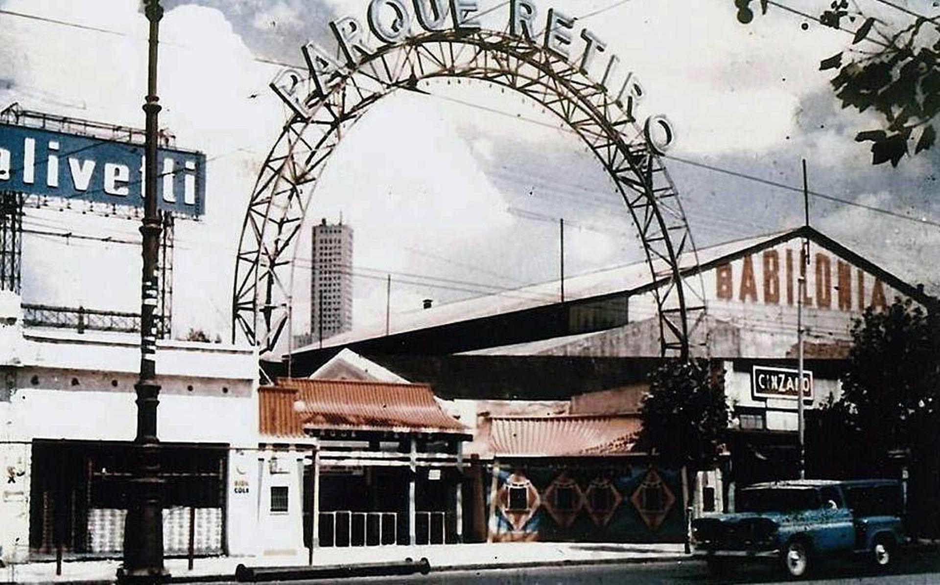 El nombre del parque fue cambiado a Parque Retiro cuando la Argentina le declaró la guerra a Japón.
