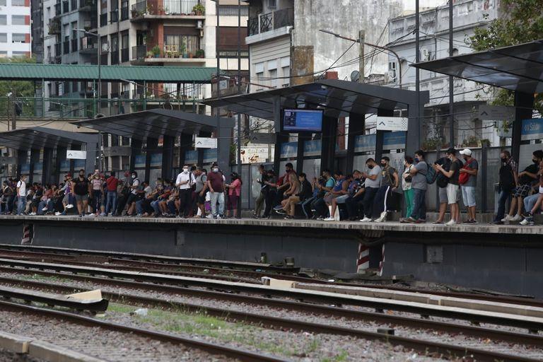 Demoras en el tren Sarmiento por un accidente en Ramos Mejía