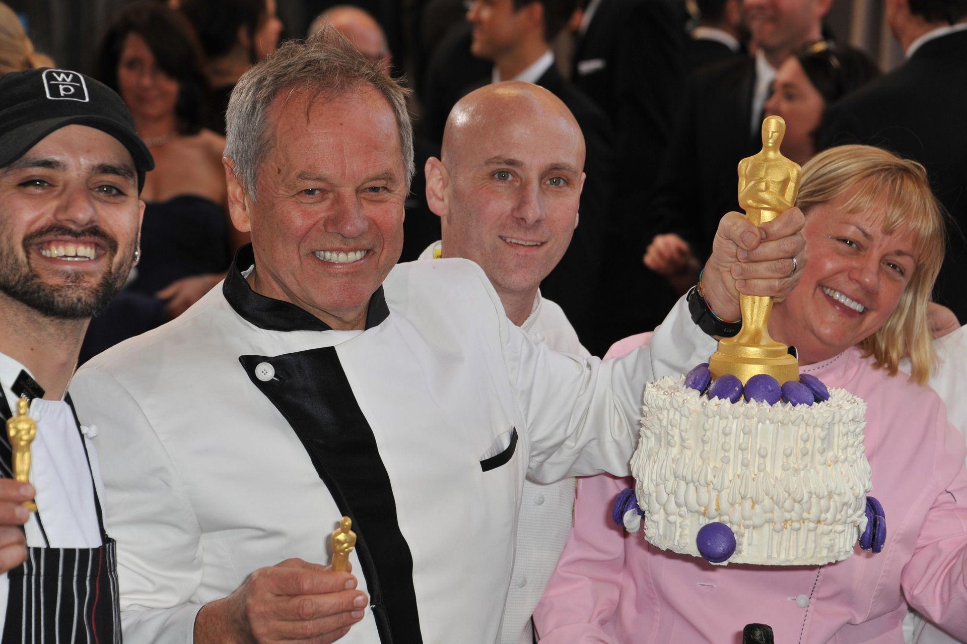 Hace más de dos décadas y media que Puck es el chef de los premios Óscars. El reconocido chef también ha creado una marca que engloba tres compañías: Wolfgang Puck Fine Dining Group, Wolfgang Puck Catering y Wolfgang Puck Worldwide, Inc.