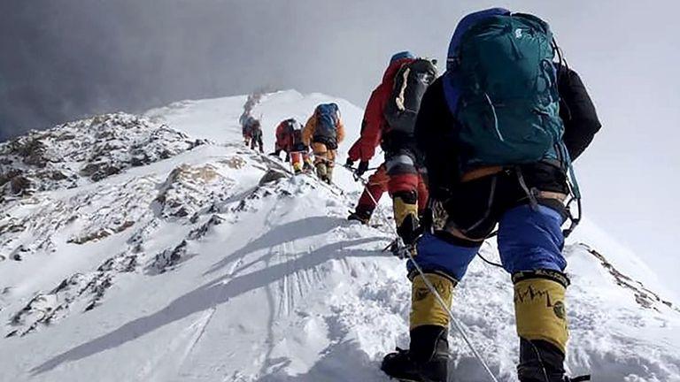 Coronavirus: China suspende expediciones al Everest para evitar contagios