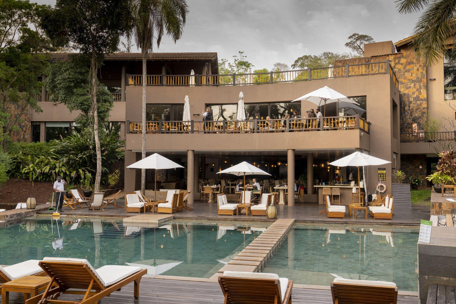 El Hotel Loi Suites Cataratas está inmerso en la selva, tiene habitaciones amplias y servicios de primer nivel.