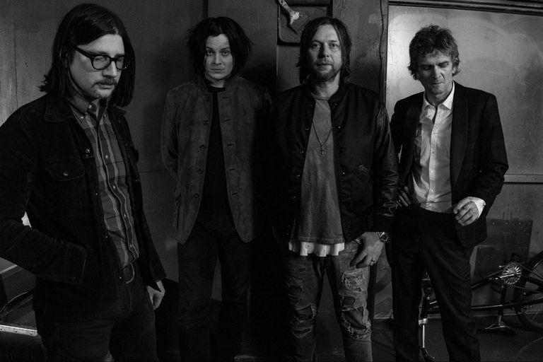 La banda The Raconteurs se reúne luego de ocho años y publica un nuevo disco