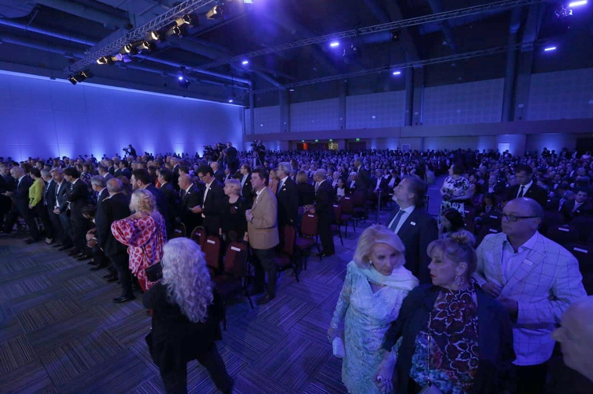 Al festejo de los 150 años de LA NACION asistieron más de 1600 invitados especiales. En primera fila, Mirtha Legrand con su hija, Marcela Tinayre