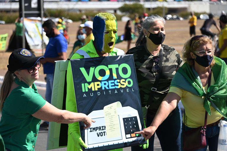 La justicia electoral le devuelve el golpe a Bolsonaro y respalda el voto electrónico