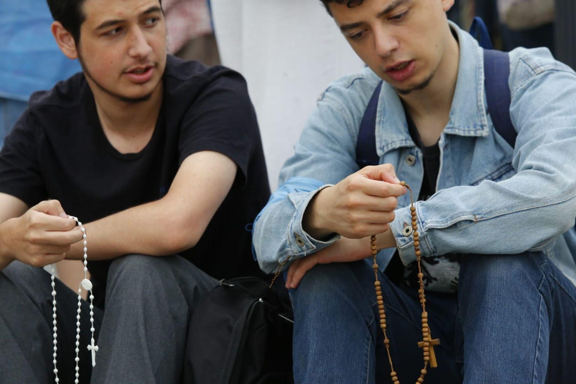 Los militantes pro vidamientras eperaban el resultado de la votación