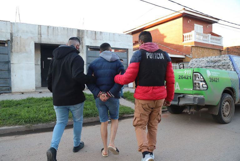 Las imágenes de la detención de una banda dedicada a las entraderas en Lanús