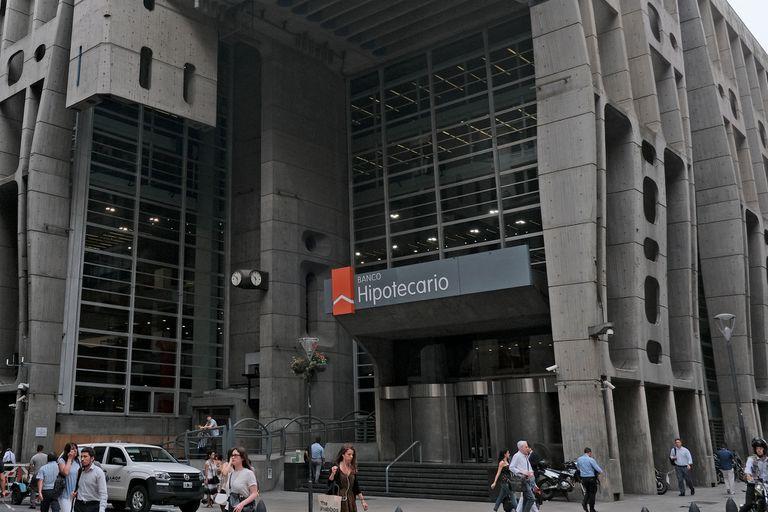 El Hipotecario fue un caso testigo: refinanció el 46,66% de los vencimientos y canceló lo restante con dólares propios
