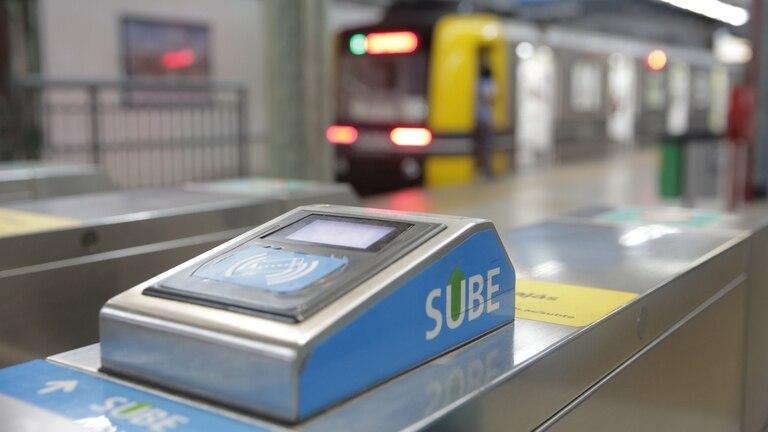 Según se especula desde el gobierno porteño, que tiene la potestad sobre el cuadro tarifario, habrá aumentos en el subterráneo en los próximos meses. Pasará de 7,50 a 11 pesos en abril