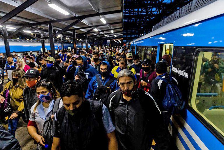 Rigen las nuevas restricciones en el AMBA. Estación de trenes de Constitución