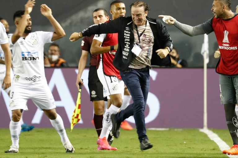 Santos: el mensaje revanchista del entrenador Alexi Stiva Cuca tras eliminar a Boca