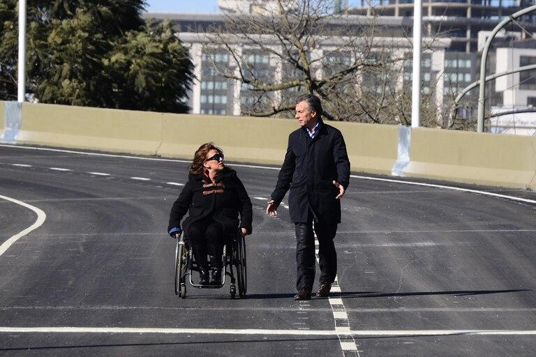 Mauricio Macri, por entonces, Jefe de Gobierno porteño, en junio de 2015 junto a su compañera de fórmula presidencial, Gabriela Michetti, en la inauguración de la bajada