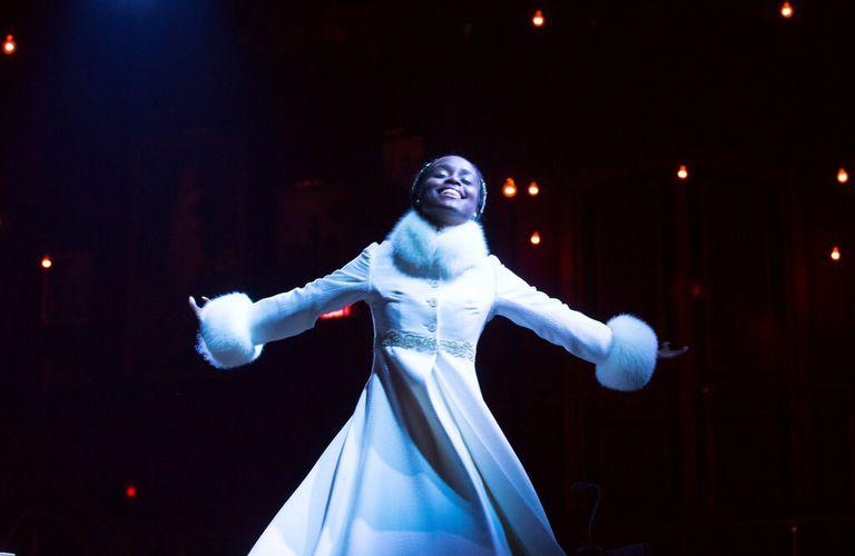 """Benton como Natasha en el musical """"Natasha, Pierre & The Great Comet of 1812"""", que le valió una nominación al Tony."""